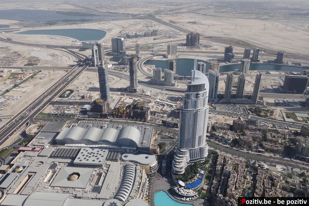 Даунтаун Дубая и пустыри на заднем фоне