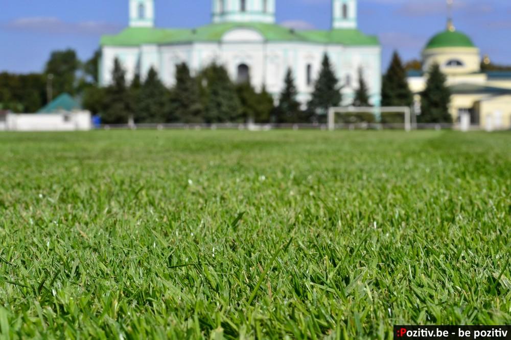"""Ахтырский стадион """"Нефтяник"""", газон"""