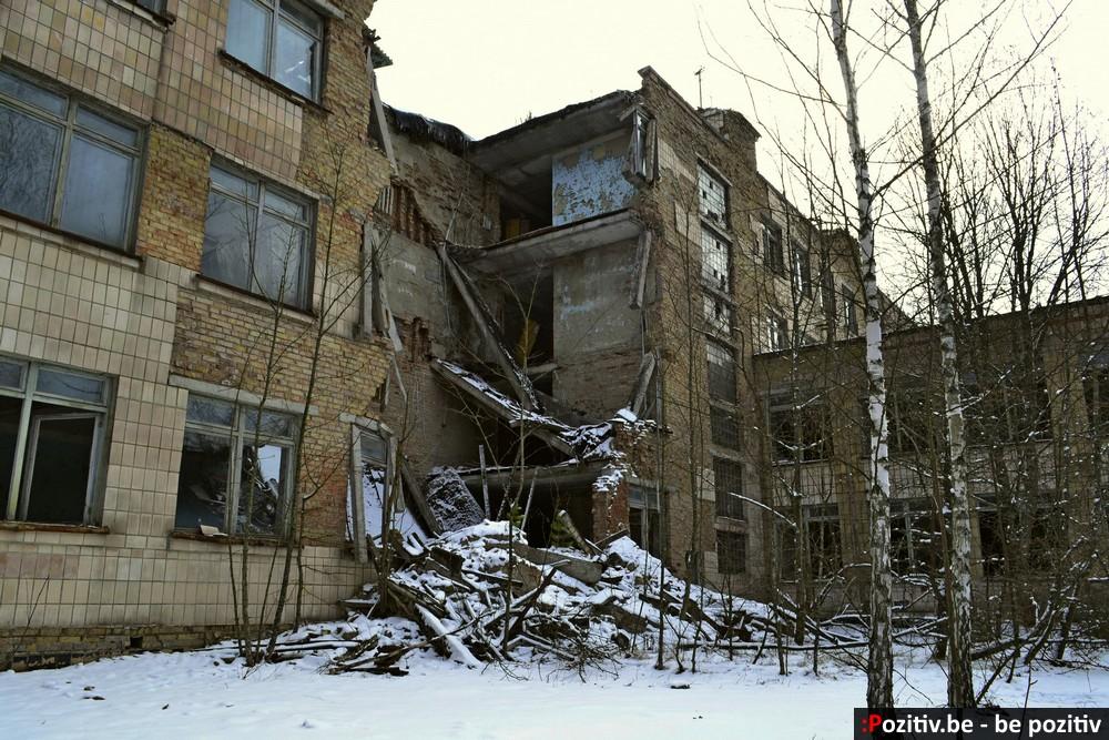 Припять, дворы, обрушившаяся школа