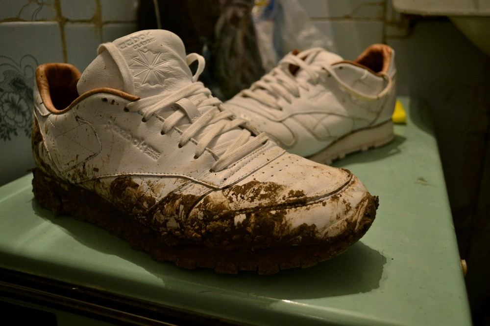Белый грязный reebok
