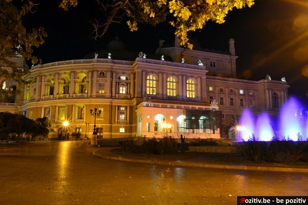 Одесский оперный театр ночью
