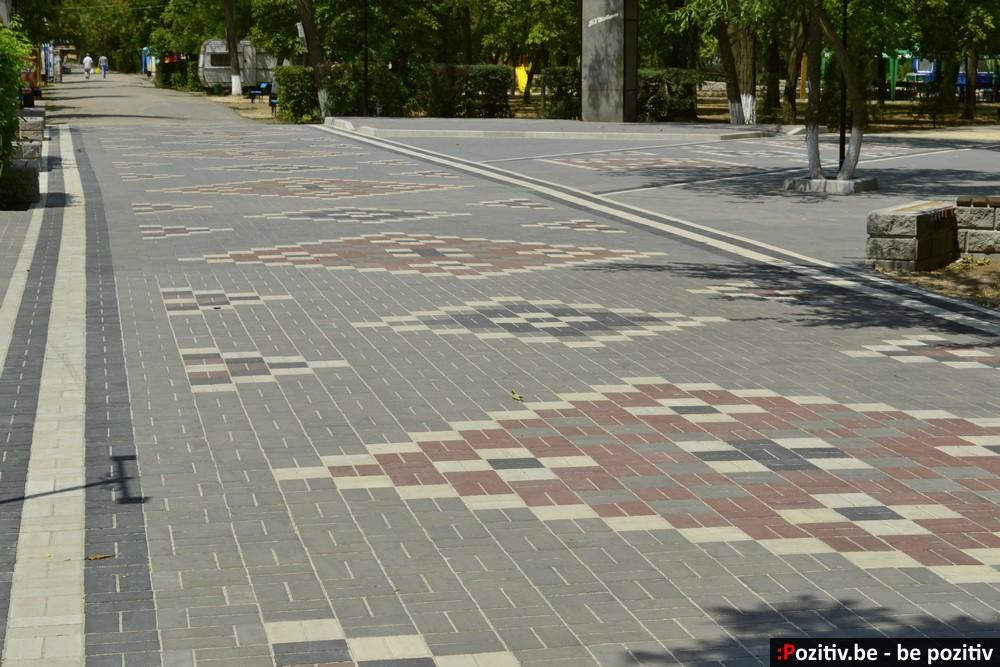 Геническ, Парк Шевченка, тротуар