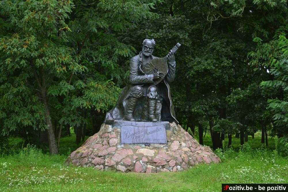 Сокиринский парк, памятник Вересаю